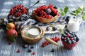 Картинка ягоды, натюрморт, сливы, голубика, мука, нектарины, красная смородина