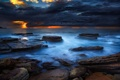 Картинка пляж, тучи, океан, скалы, рассвет