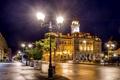 Картинка дорога, ночь, огни, улица, фонари, дворец, лавочки