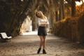 Картинка осень, девушка, парк, юбка, ножки, аллея