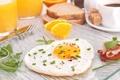 Картинка апельсин, завтрак, яичница, бекон, зеленый лук