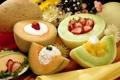 Картинка клубника, аппетитно, фрукты, дыни, сметана, цветы