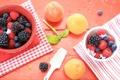 Картинка ягоды, малина, стол, черника, посуда, фрукты, ежевика