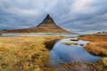 Картинка небо, трава, облака, озеро, гора, Исландия, Kirkjufell