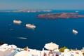 Картинка скалы, остров Тира, море, лайнер, дома, корабли, Греция