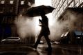 Картинка машины, зонтик, настроение, улица, здания, телефон, парень