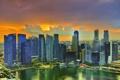 Картинка закат, облака, небоскребы, Сингапур, солнце