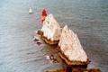 Картинка море, скалы, маяк, Иголки, Великобритания, Айл-оф-Уайт, вертикальные столбцы