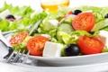 Картинка сыр, лук, тарелка, вилка, помидоры, огурцы, салат
