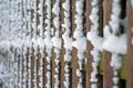Картинка макро, снег, забор