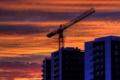 Картинка небо, закат, город, дома, кран