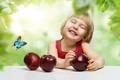 Картинка улыбка, бабочка, яблоки, девочка