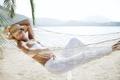Картинка песок, море, девушка, сон, гамак, шляпка