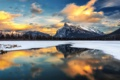 Картинка закат, облака, зима, горы, снег, отражение, озеро