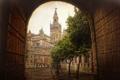 Картинка город, дерево, улица, здания, башня, ворота, арка