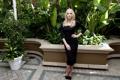 Картинка поза, сад, фигура, платье, актриса, блондинка, Amber Heard