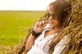 Картинка лето, девушка, поза, фон, очки, сено, милашка