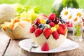 Картинка ягоды, ромашки, киви, черника, клубника, тарелка, виноград