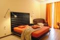 Картинка диван, лампа, кровать, окно, подушка, спальня