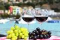 Картинка белый, красный, стол, вино, красное, бокалы, виноград