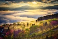 Картинка небо, солнце, облака, лучи, свет, горы, туман
