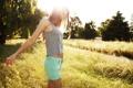 Картинка поле, лето, девушка, свет, настроение