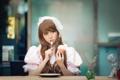 Картинка девушка, стол, тарелка, ложка, азиатка