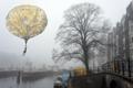 Картинка город, шар, туман