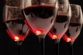 Картинка стекло, отражение, вино, красное, бокалы, черный фон