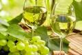 Картинка листья, зеленый, вино, бутылка, бокалы, виноград, пробка