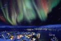 Картинка северное сияние, небо, дома, огни