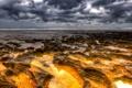 Картинка море, небо, тучи, камни, скалы, отлив