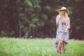 Картинка трава, девушка, граффити, шляпа, фотограф, girl, photography