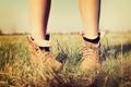 Картинка трава, ноги, ботинки