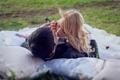 Картинка парень, девушка, трава, подушки, блондинка