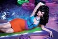 Картинка бассейн, макияж, брюнетка, Кэти Перри, Katy Perry, певица, причёска