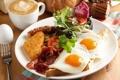 Картинка салат, кофе, помидор, завтрак, тост, бекон, яичница