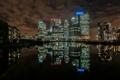 Картинка город, дома, отражения, ночь, свет, вода, стройка