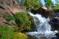 Картинка небо, цветы, река, камни, скалы, водопад, поток