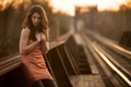 Картинка девушка, свет, железная дорога