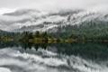 Картинка облака, деревья, сосны, горы, отражение, озеро, зеркало