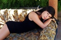Картинка девушка, диван, платье, брюнетка, черное, carie s