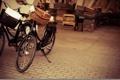 Картинка корзина, плитка, ящики, тротуар, велосипеды