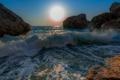 Картинка море, солнце, брызги, камни, волна, прибой