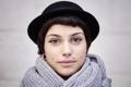 Картинка девушка, лицо, волосы, шляпа, шарф, пирсинг, губы