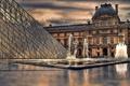 Картинка тучи, люди, пасмурно, Франция, Париж, Лувр, пирамида