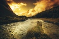 Картинка трава, вода, горы, свет, речка, тучи