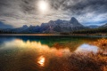 Картинка лес, солнце, горы, озеро, камни, водоём