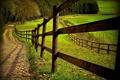 Картинка дорога, поле, забор