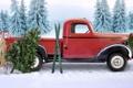 Картинка лес, ёлка, лыжи, рождественский венок, Машина Санты, сани